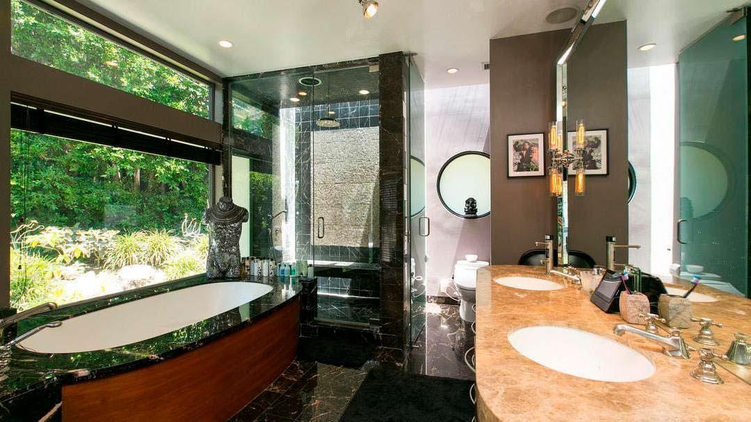 Дизайн ванной с панорамным окном