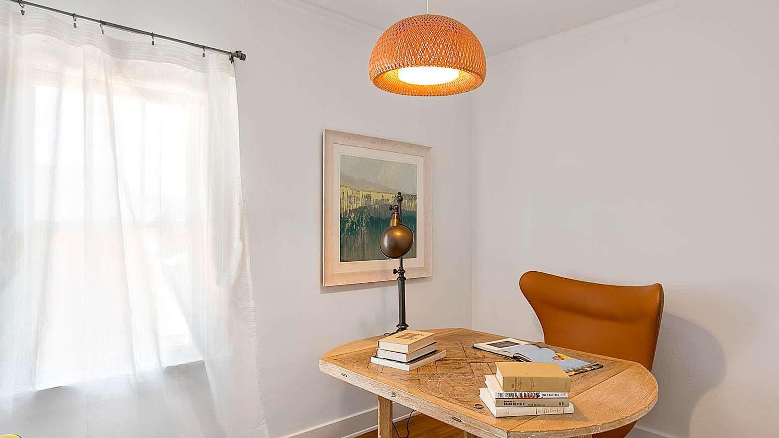 Дизайн кабинета в светлых тонах