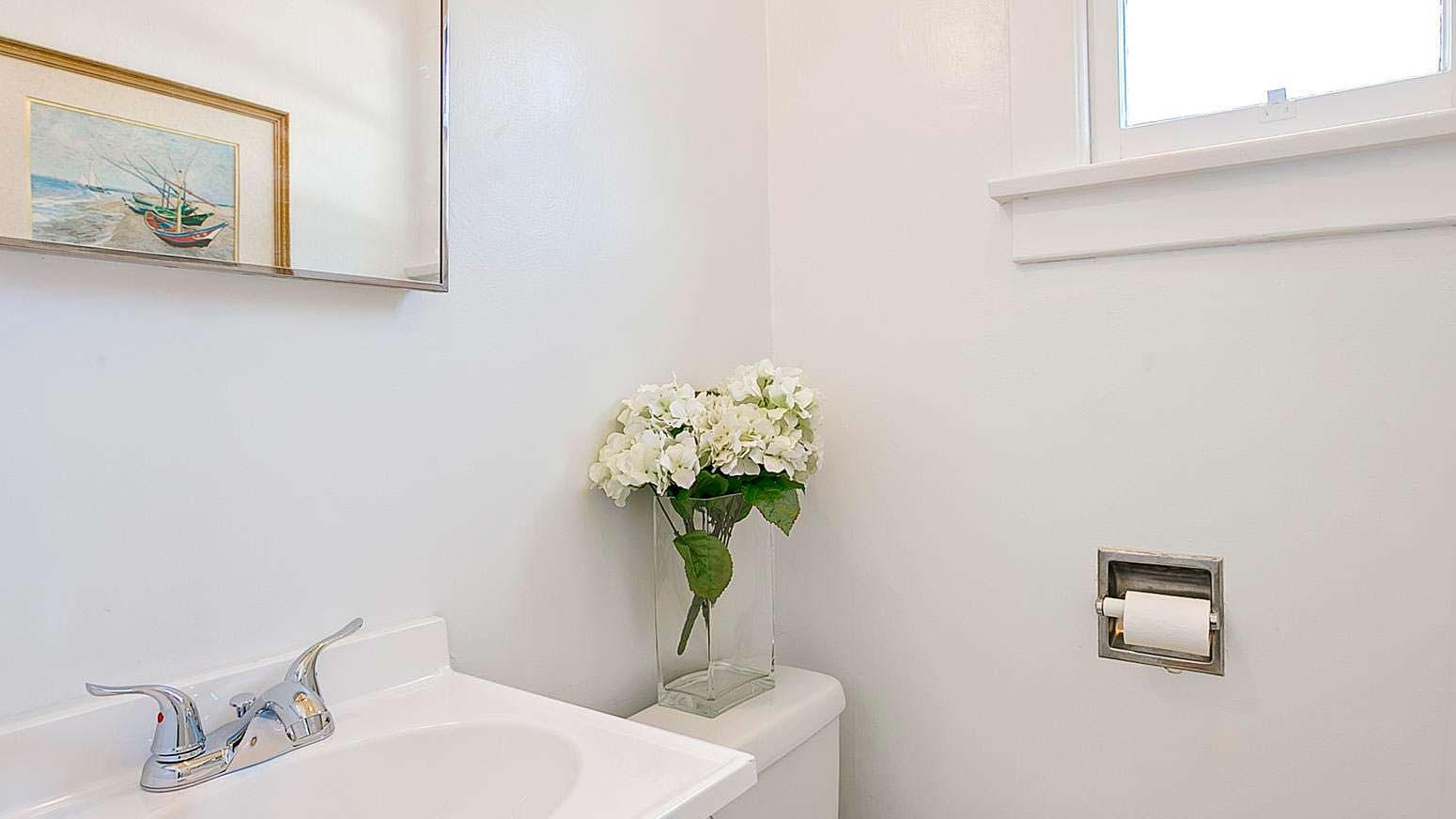 Фото | Цветы в ванной комнате