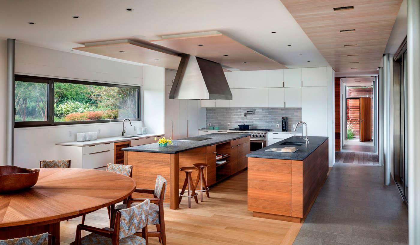 Современный дизайн кухни в доме на Лонг-Айленде