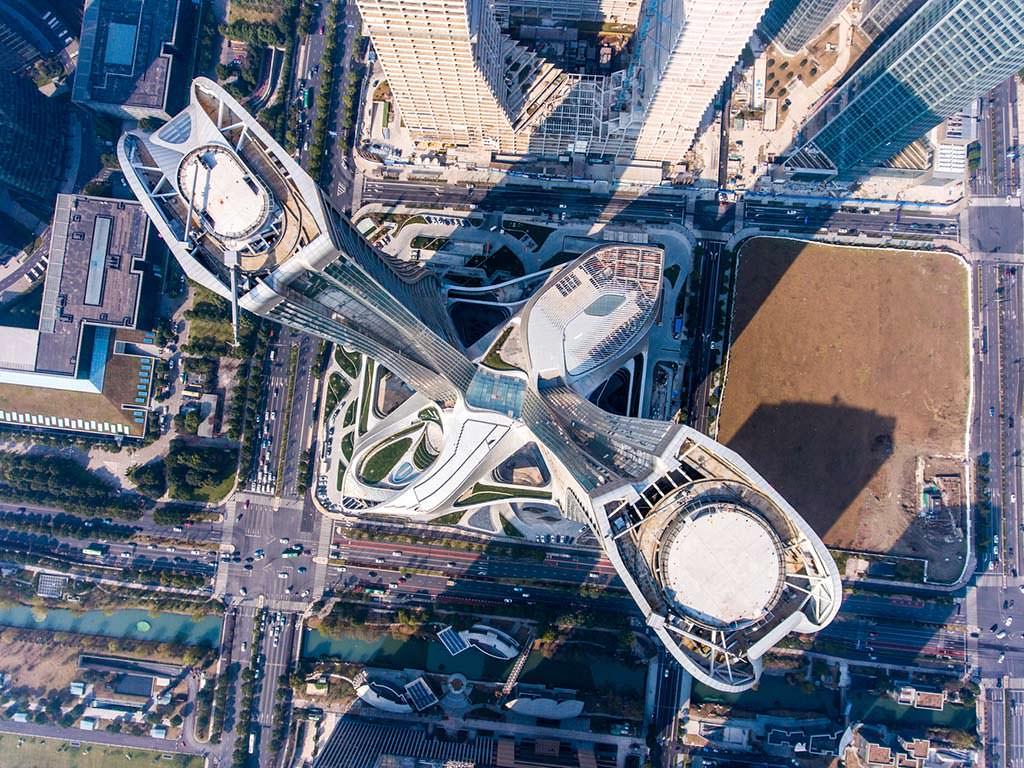 Новый деловой хаб из двух башен Raffles City в Гуанчжоу