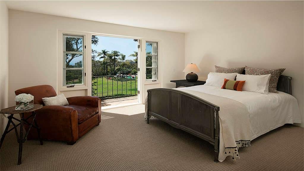 Спальня с видом на Тихий океан