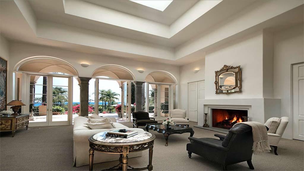 Элитный дизайн гостиной с видом на океан