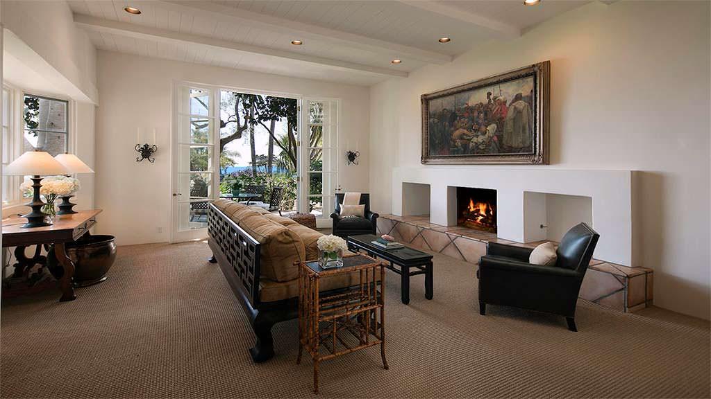 Дизайн кабинета в доме с видом на Тихий океан