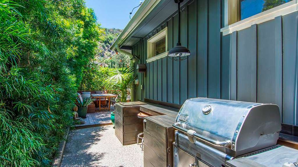 Зона барбекю у дома в Голливуд-Хиллс