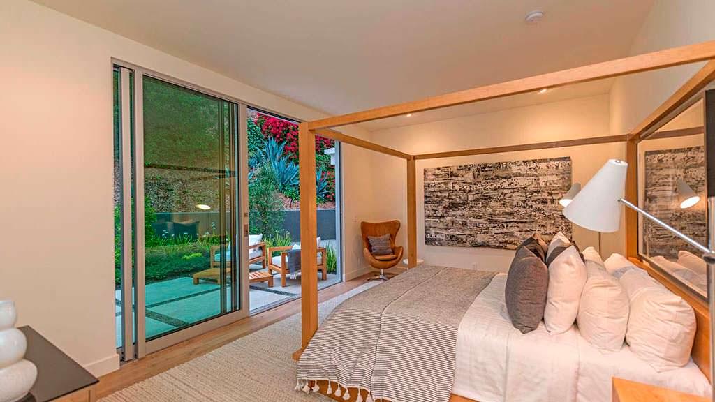 Спальня с раздвижной стеной