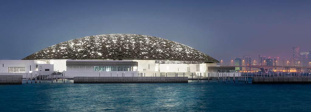 Художественный музей Лувр Абу-Даби на острове Саадият в ОАЭ