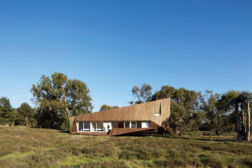 Дом из дерева в стиле хай-тек. Проект Verónica Arcos