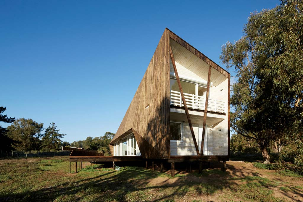 Деревянный дом из дерева в стиле хай-тек от Verónica Arcos