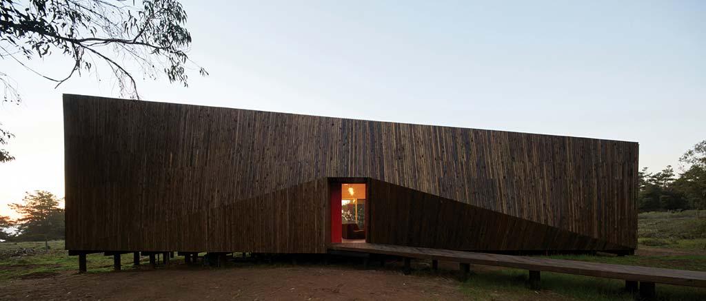 Деревянный пляжный дом в Чили