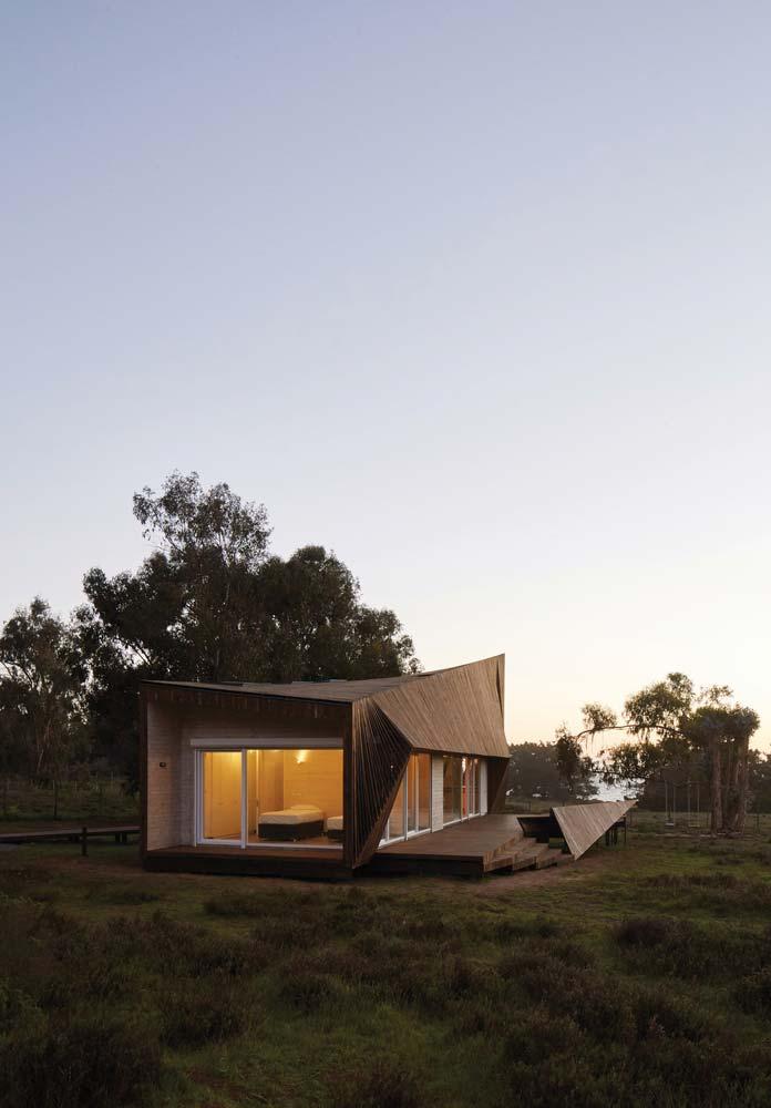 Деревянный двухэтажный пляжный дом в Чили