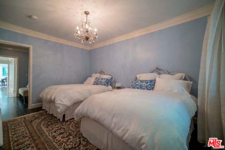 Дизайн детской спальни с двумя кроватями