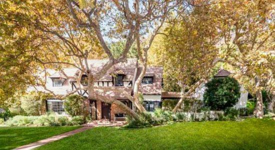 Музыкант Бек Хэнсен продает дом в стиле Тюдор | фото и цена