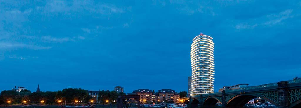 Балконы башни Lonbard Wharf со светодиодной подсветкой