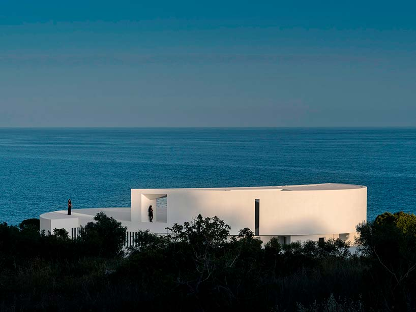 Дом на берегу океана в Португалии. Дизайн Марио Мартинеса