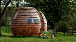 Деревянное бунгало для уединения от Podmakers Ltd | фото