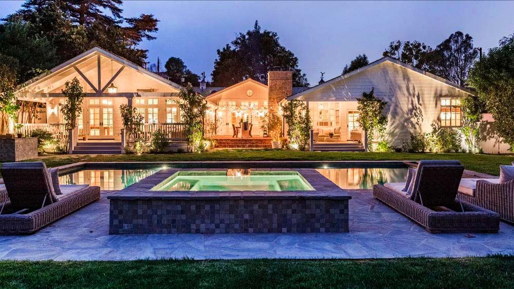 Дом с бассейном и джакузи актера Майкла Чиклиса