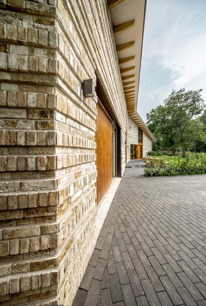 Каменная кладка дома от Moke Architecten