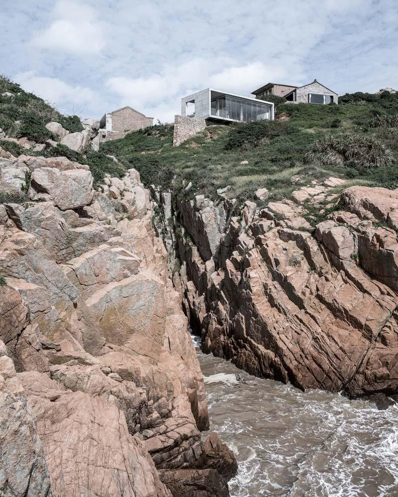 Современный дом на скале от Evolution Studio