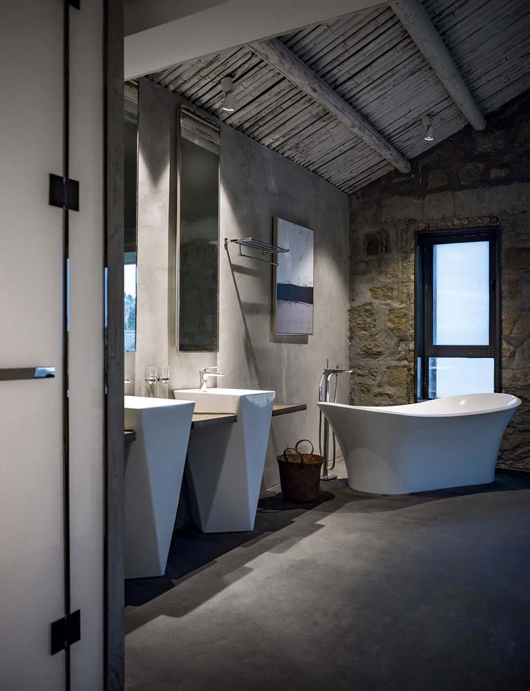 Бетон и камень в дизайне ванной комнаты от Evolution Studio