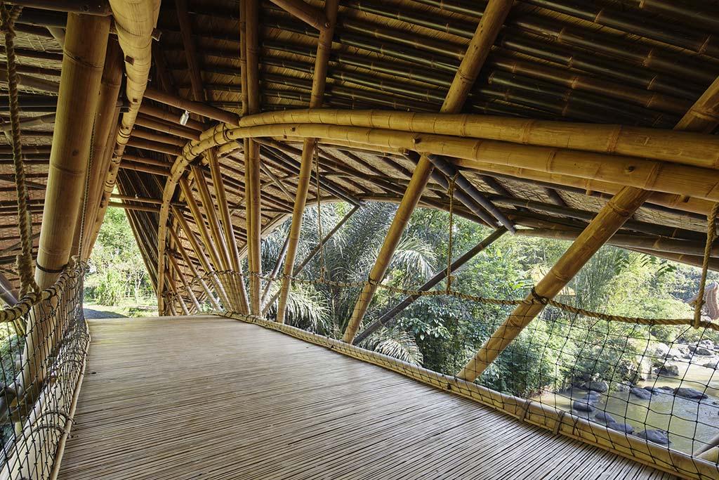 Мост из бамбука без единого гвоздя на Бали