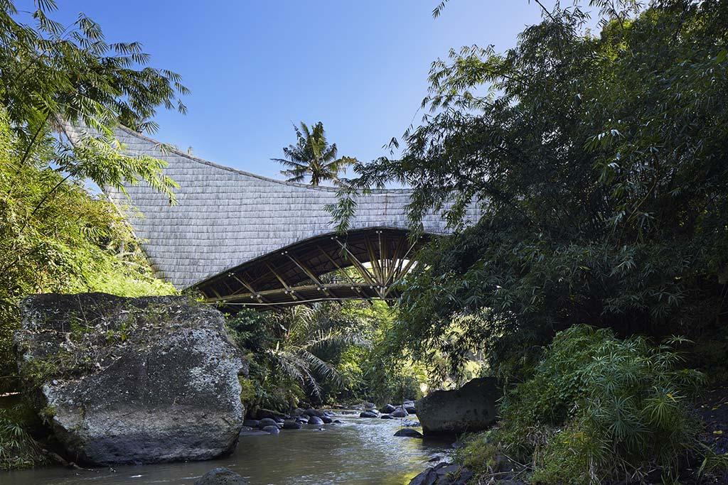 Мост из бамбука длиной 23 метра: самый длинный в Азии