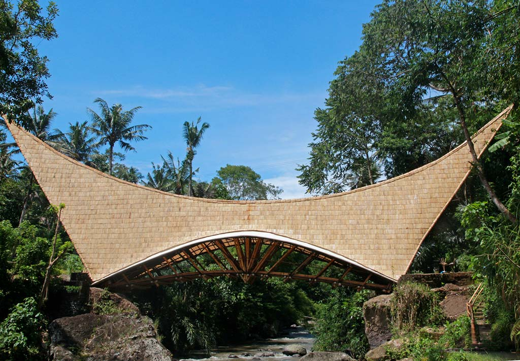 Деревянный мост «Зеленой школы» на Бали