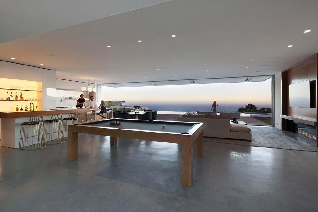Кухня, гостиная, игровая комната 3-в-1 от Ehrlich Architects