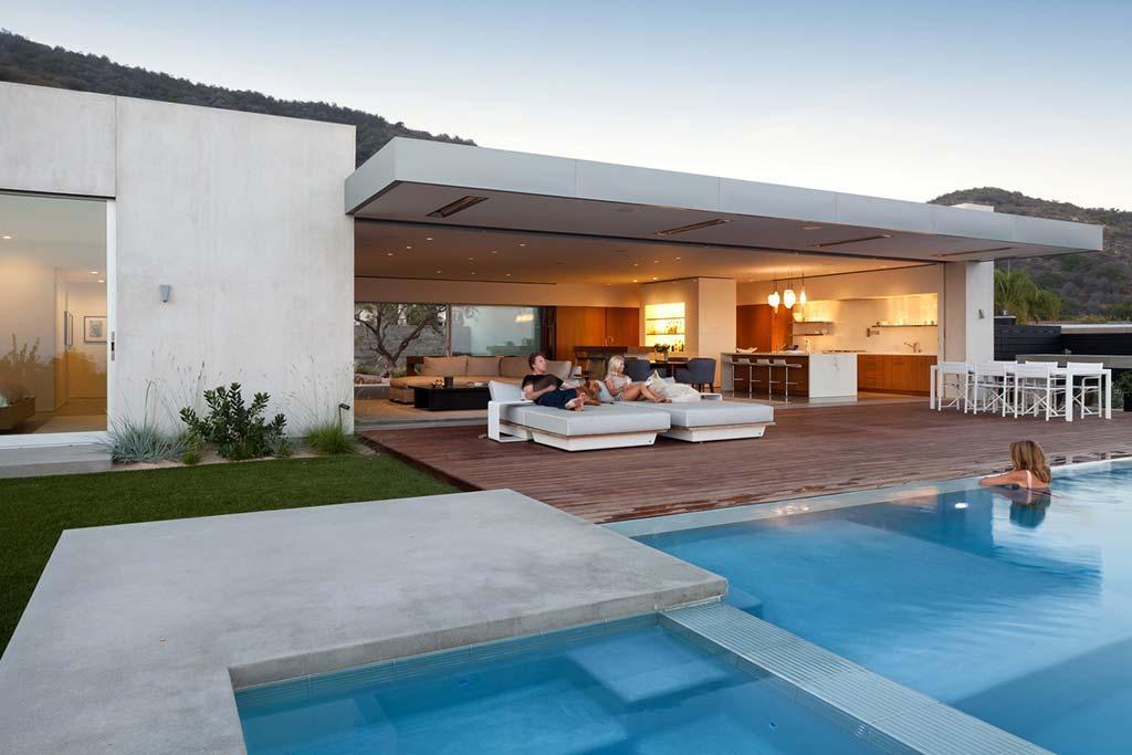 Красивый дом с бассейном в Лос-Анджелесе от Ehrlich Architects