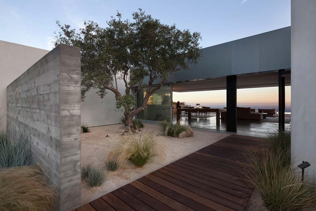 Дом с бассейном и видом на Тихий океан в Лос-Анджелесе