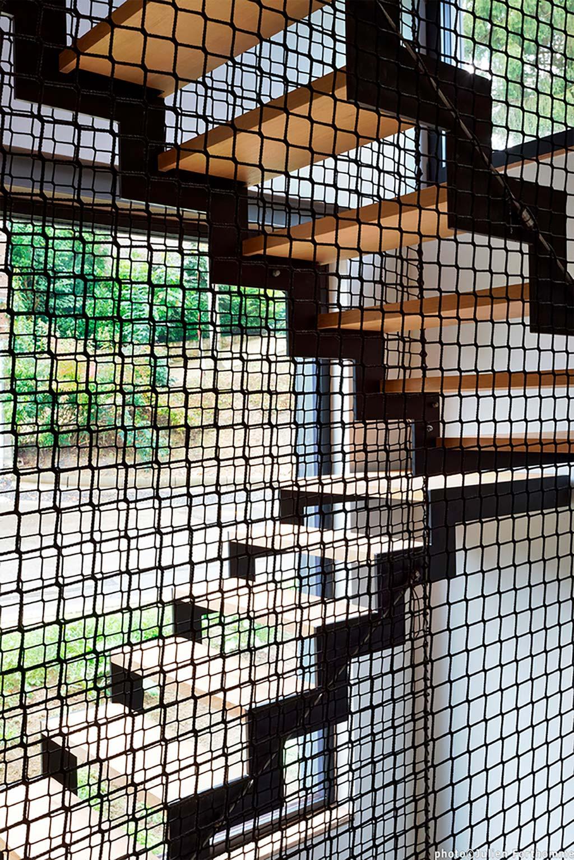 Лестница в трёхэтажном доме от URBAN architectes