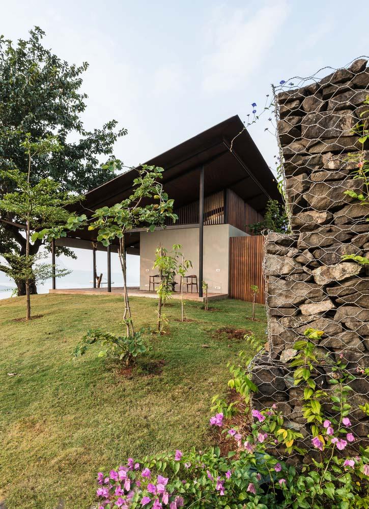 Красивая вилла вдоль стены габион от Spasm Design