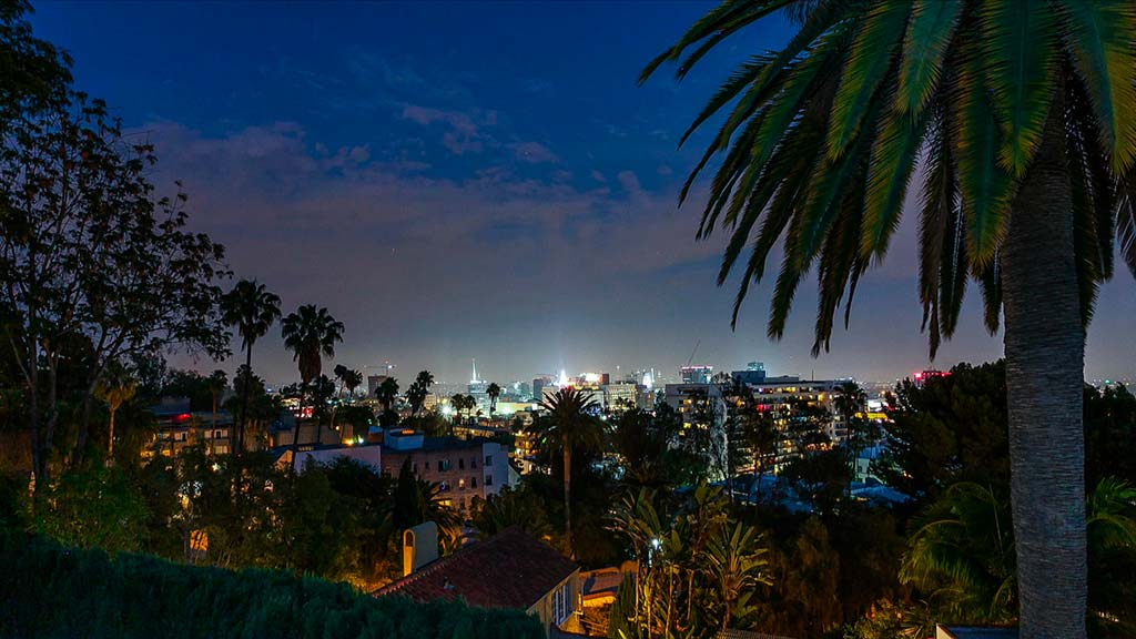 Вид на Лос-Анджелес с территории виллы певца Чарли Пута