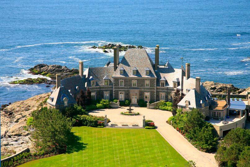 Замок у океана в штате Род-Айленд, США