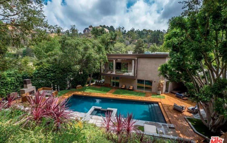 Дом с бассейном в Лос-Анджелесе актрисы Челси Хэндлер