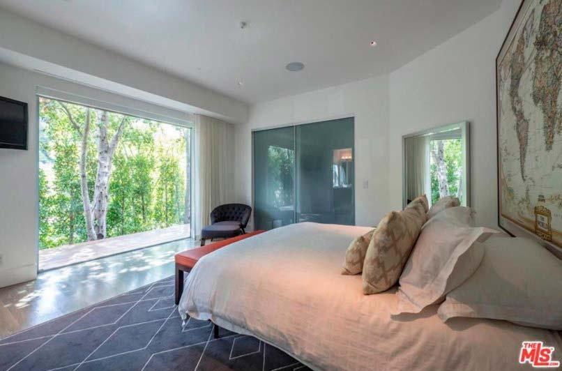 Гостевая спальня с панорамным окном