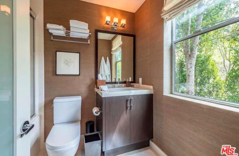 Гостевой туалет в доме Челси Хэндлер