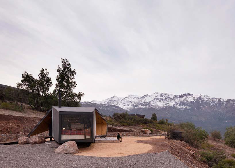 Деревянный дом с панорамными окнами в Андах