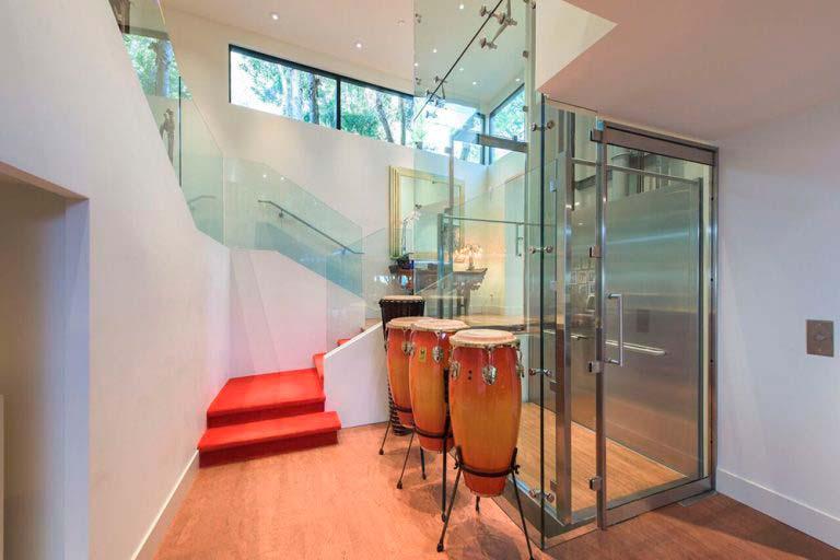 Стеклянный лифт в частном доме