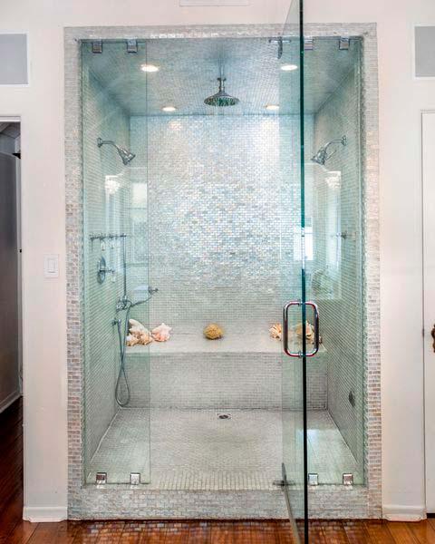 Стеклянная душевая в ванной