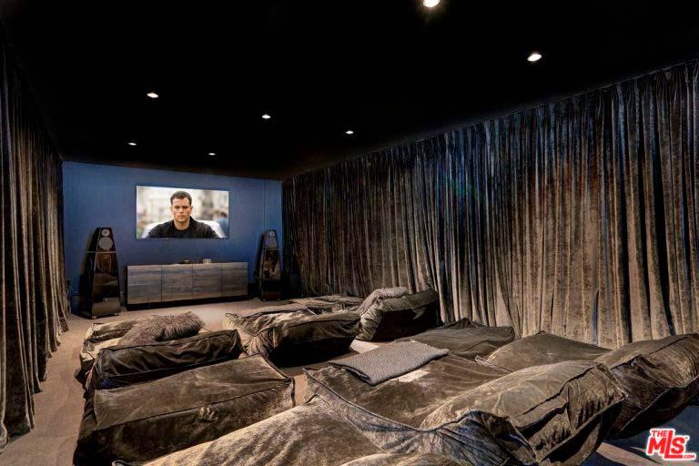 Домашний кинотеатр у Ашера