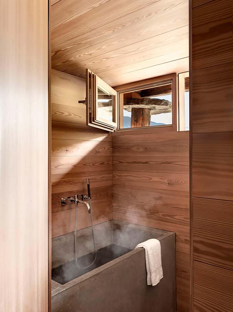 Дуб в дизайне ванной комнаты
