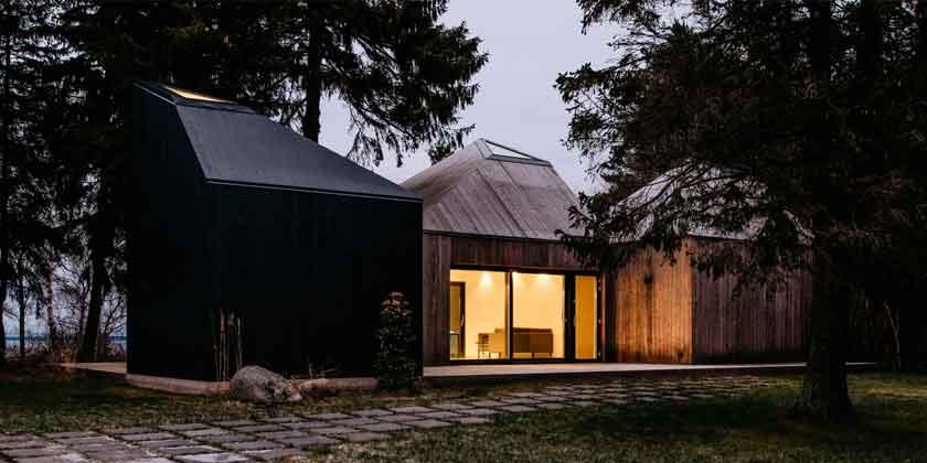 Деревянный дом в лесу Эстонии от KUU Arhitektid | фото