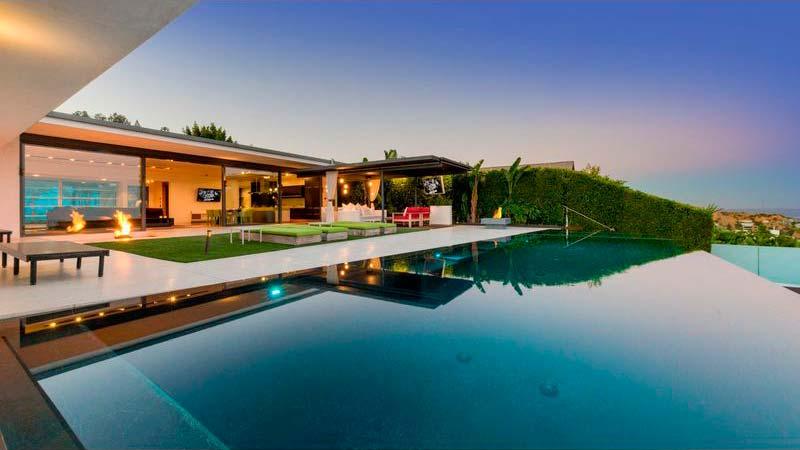 Панорамный бассейн у дома