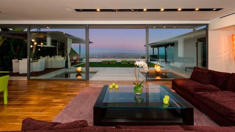 Гостиная с видом на Лос-Анджелес