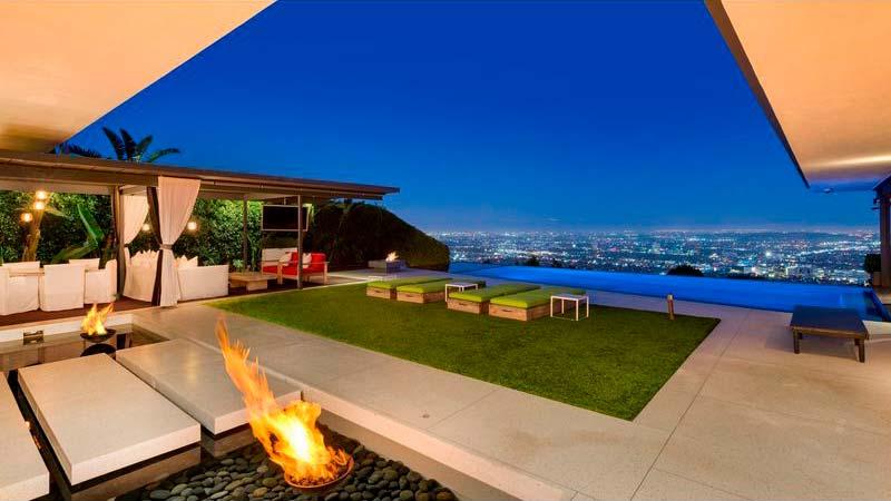 Дом с видом на огни Лос-Анджелеса