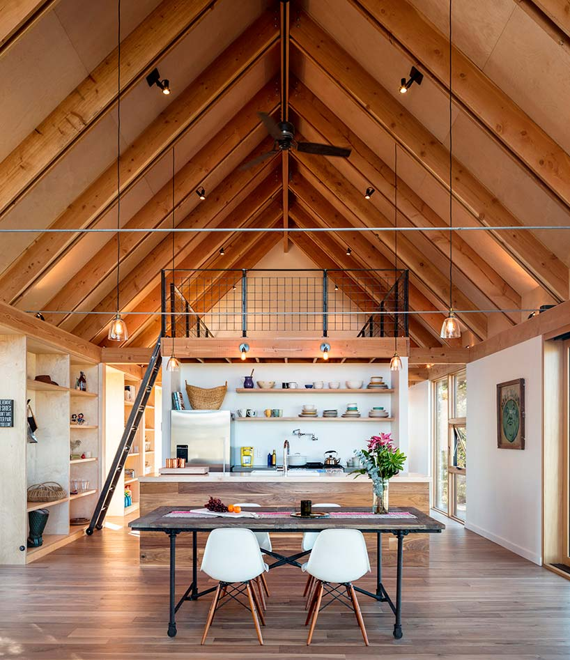Современный интерьер деревянного дома
