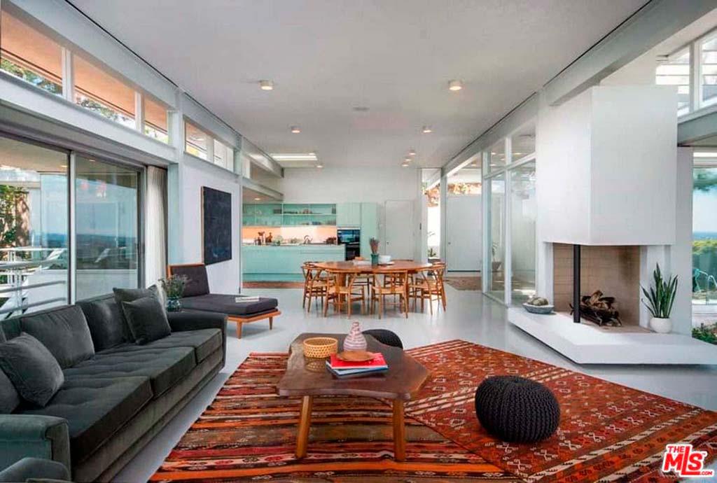 Большая гостиная, обеденная зона и кухня