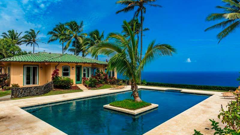 Вилла с бассейном на острове Мауи