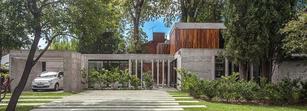 Дом в гармонии с деревьями в Буэнос-Айресе